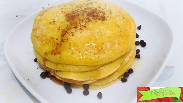 Pancakes, ricetta base e veloce con e senza Bimby