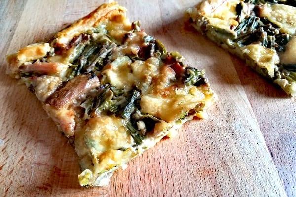 Pasta sfoglia con asparagi, funghi e speck