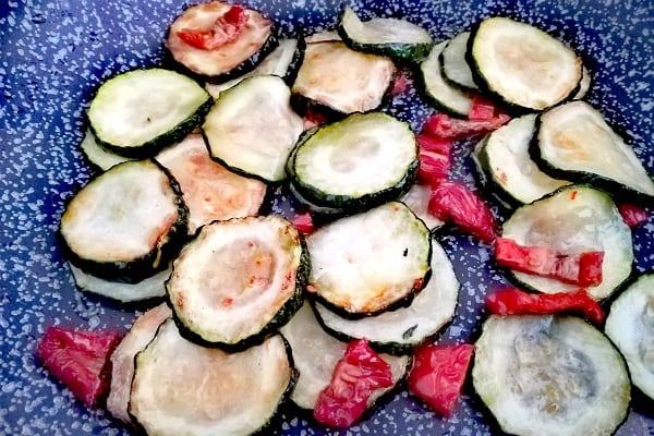 pasta con zucchine, pomodorini secchi e ricotta salata 1