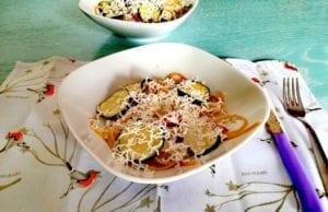 pasta con zucchine, pomodorini secchi e ricotta salata