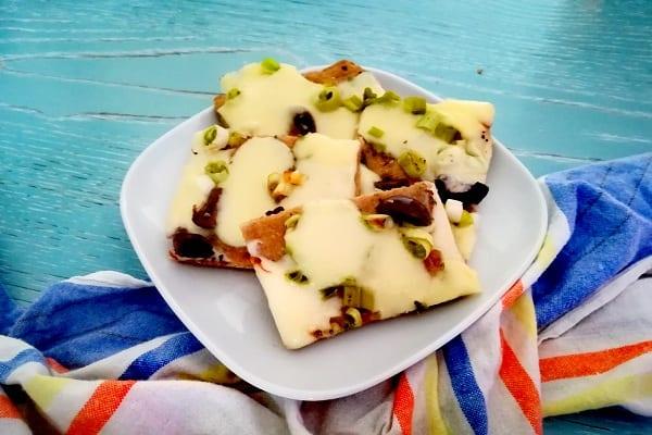 pizza con cipollina fresca e formaggio 3