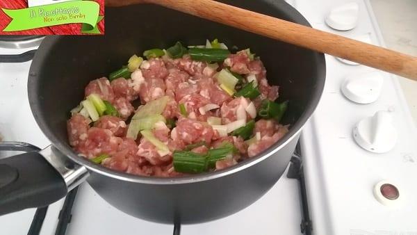 Pasta al sugo e salsiccia, ricetta veloce 1