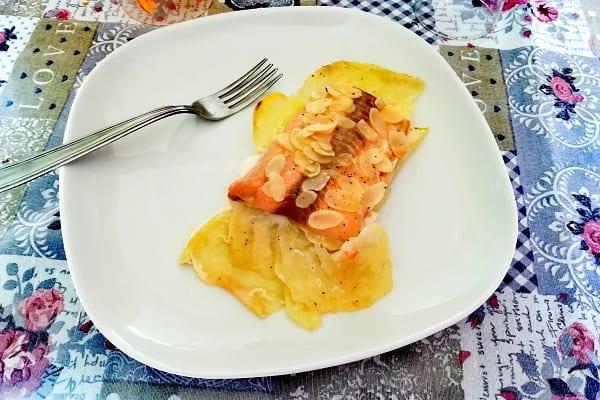 Filetto di salmone in crosta di mandorle