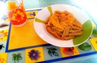 Pasta con pesto di carote e speck