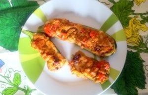 Zucchine ripiene con tonno, olive e pomodoro
