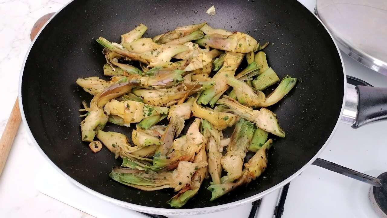 Carciofi fritti aglio e prezzemolo 4