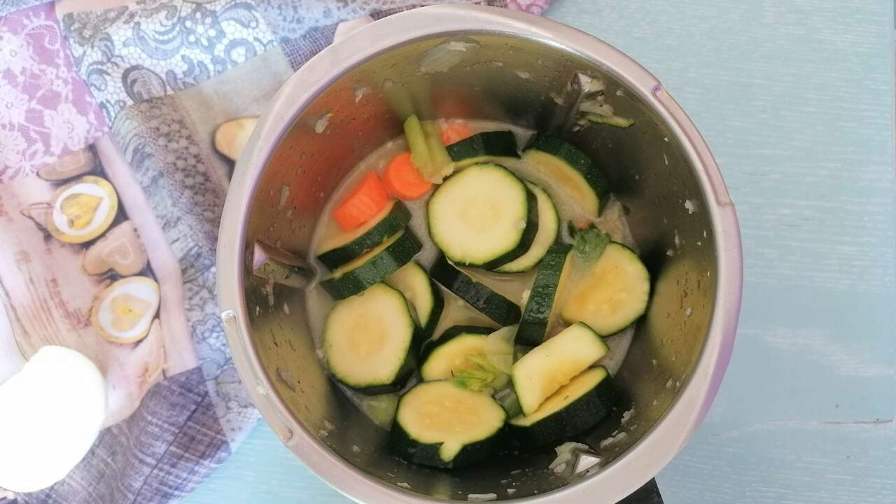 Vellutata detox carote e zucchine 1