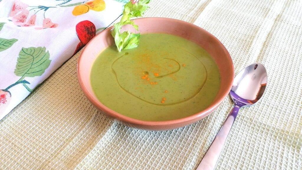 Vellutata detox di zucchine e curcuma