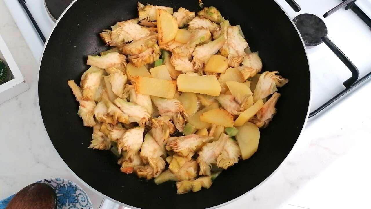 Carciofi e patate in padella 2